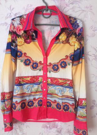 Блуза с интересным принтом