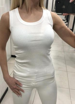 Белая базовая майка. mohito. размеры уточняйте.