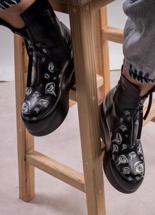 Ботинки на высокой платформе с рисунком / 36-40.