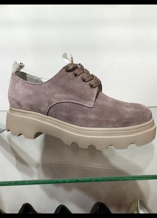 Туфли из натуральной замши каппучино на платформе