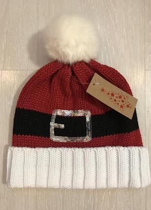 Очень красивая и стильная вязаная шапочка с бубоном.