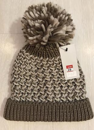 Очень красивая и стильная брендовая вязаная шапочка с бубоном.