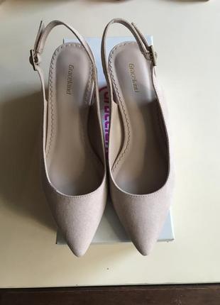 Пудрові туфлі