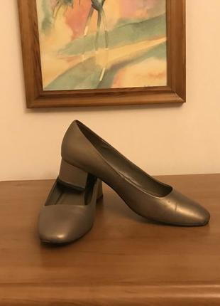 Красивые и удобные туфли,стелька 25см,basconi