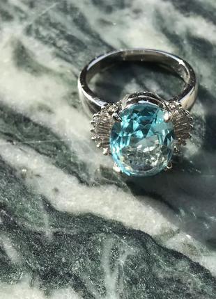 Серебряное кольцо для любителей  голубых камней аквамарин