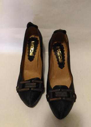 Туфли - темно коричневого цвета) натуральная кожа))