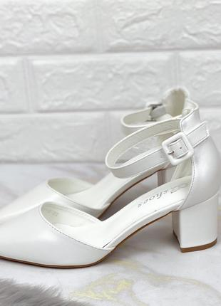 Распродажа туфли 40р удобная колодка белые