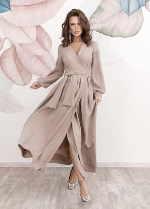 Шикарное кофейное кремовое длинное платье кроя на запах