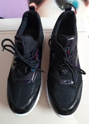 Новые кроссовки кеды на белой подошве раз.40 (26 см)