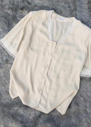 Блуза кофточка с кружевным декором