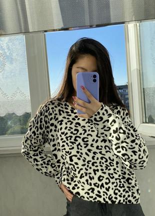 Свитер леопард чёрный и белый divided