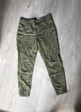 Крутые брюки с листьями