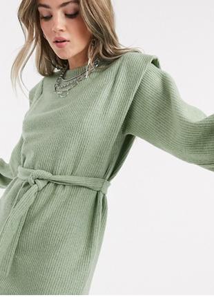 Стильное платья в рубчик/платье с объемными плечами/платье с объемными рукавоми