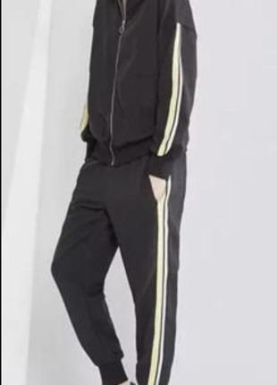 Спортивный  прогулочный костюм с лампасами zara