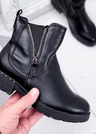 Новые женские чёрные зимние ботинки на молнии