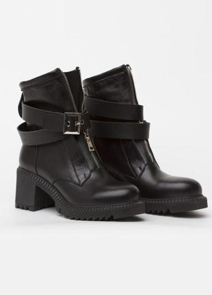 Черные кожаные деми ботинки на каблуке!