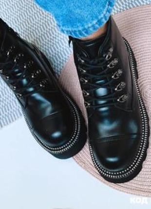 Черные короткие демисезонные ботинки из эко-кожи