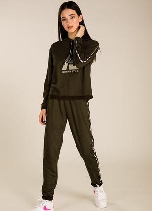 Женский спортивный костюм с замша и принтом на худи