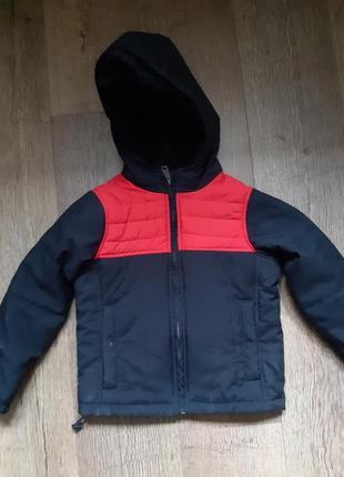 Демисезонная фирменная куртка