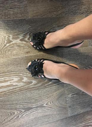 Босоножки basconi черно-белые