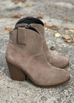 Демисезонные замшевые ботинки на каблуке!