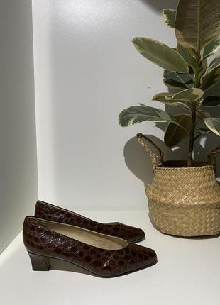 Винтажные кожаные туфельки 38(25,5)
