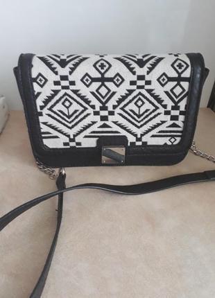 Стильна сумочка бренда pieces