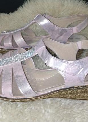 Стильні босоніжки damart всередині шкіра  пудрово-срібні
