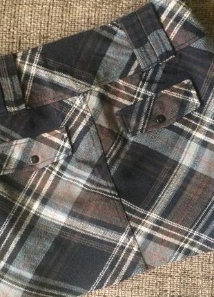 Классная юбка размер s с карманами сзади