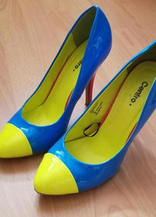 Яркие туфли centro