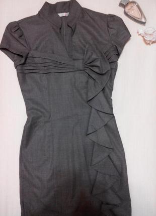 Платье по фигуре с воротничком стоечкой