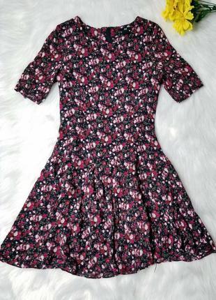 H&m мини платье черное в цветочный принт розы тренд 2021