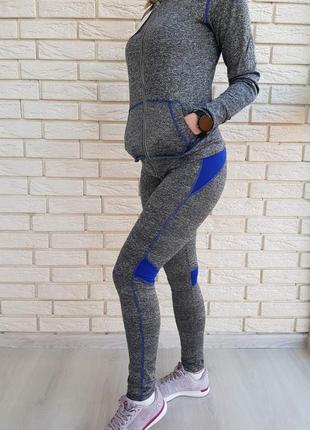 Женский, спортивный костюм с капюшоном.