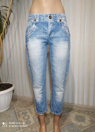Красивенькие джинсики мом с не высокой посадкой от only