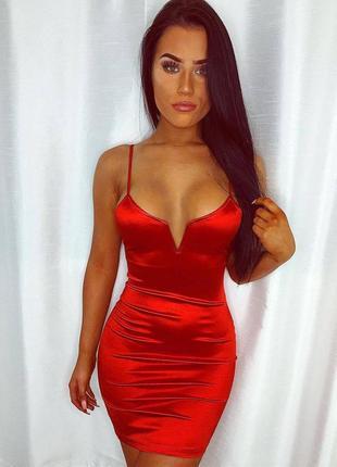 Платье с каркасным v-образным вырезом
