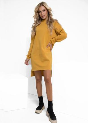 Крутое горчичное теплое асимметричное платье на флисе