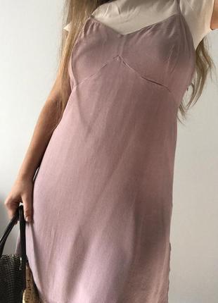 Милое сиреневое платье на тонких бретелях