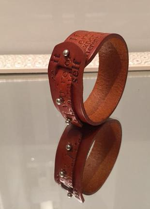 Популярный в европе кожаный браслет напульсник на каждый день