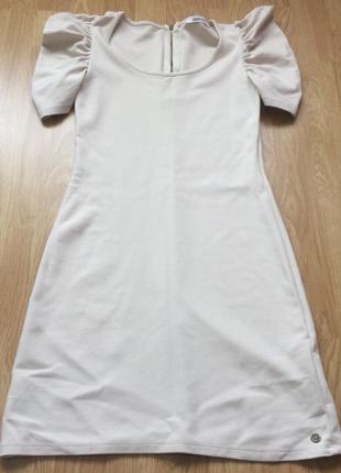 Платье бежевое состояние нового размер s