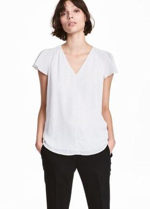 Белая блуза в горошек