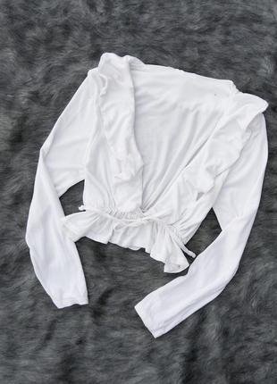 Укороченная блуза с рюшей и v-образным вырезом rokoko