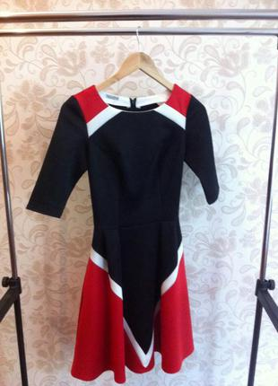 Стильное графичное платье от gepur