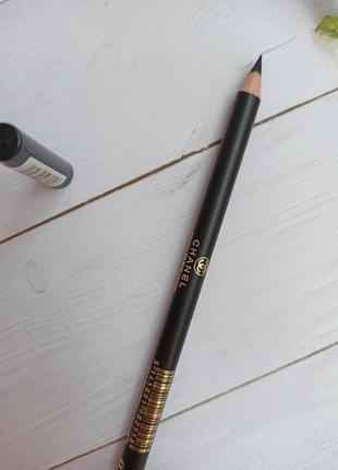 Черный карандаш для глаз и бровей олівець от chanel с витамином е