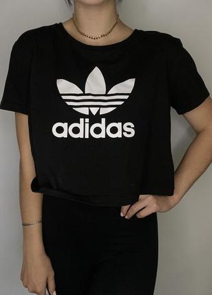 Кроп топ футболка adidas чёрная с большим лого оригинал