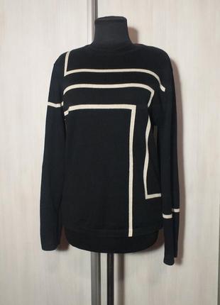 Стильный графичный свитер