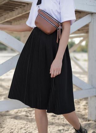 Черная юбка миди в плиссе