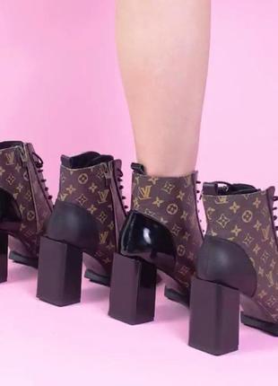 Ботинки, ботильоны lv на квадратном каблуке
