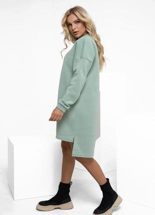 Мятное утепленное флисом асимметричное платье