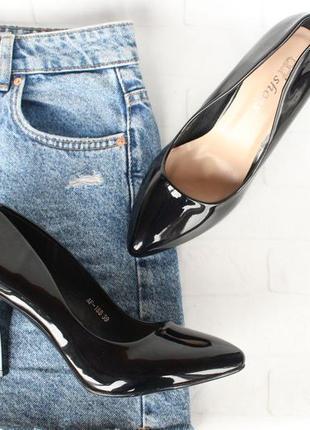 Черные туфли, лодочки 40 размера на шпильке, каблуке