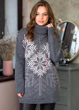 Серый теплый свитер с розовыми снежинками